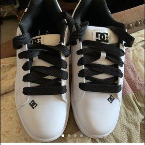 Men's New DC shoes size 9.5 no box